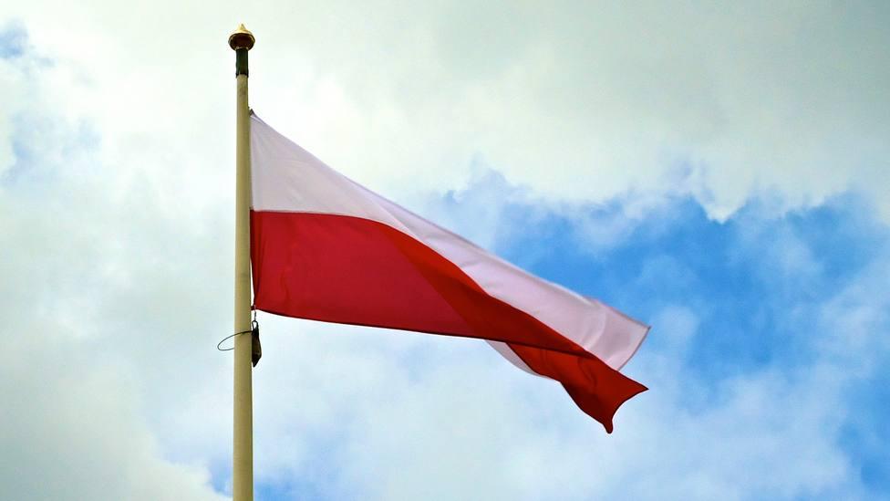 Miles de personas se concentran en Varsovia para mostrar su apoyo a la reforma judicial del Gobierno polaco
