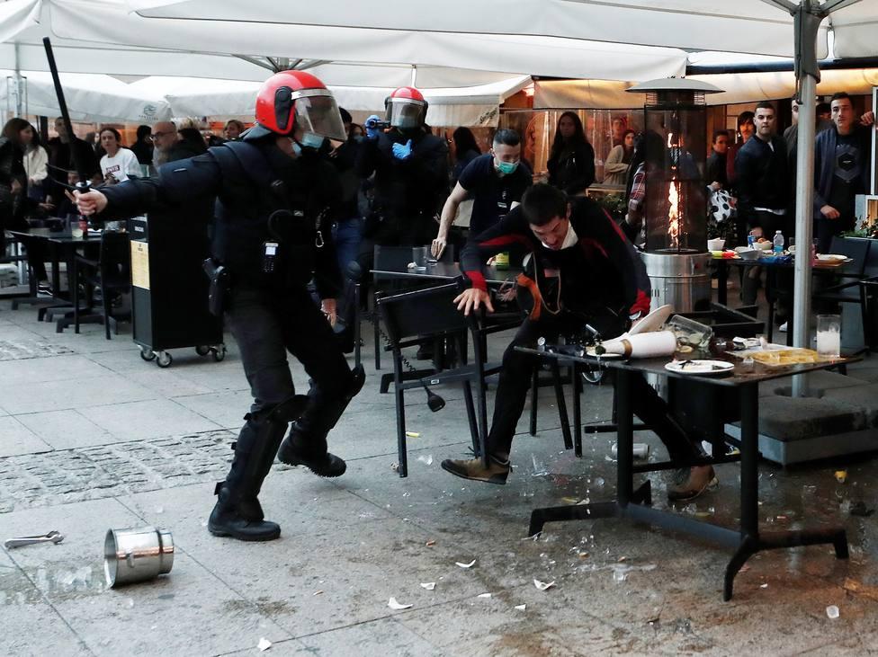 Pamplona registra incidentes al increpar ciudadanos a jóvenes en apoyo a etarra Patxi Ruiz