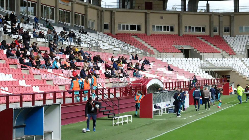 Público en Las Gaunas en el partido de la Liga Iberdrola femenina entre Logroño y Levante. EFE