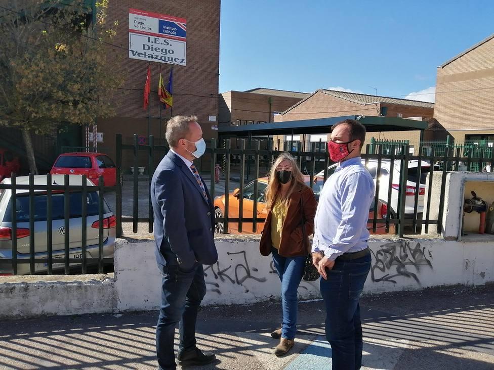 El diputado Óscar Cerezal con Rodrigo Bernal y Elena Repullo