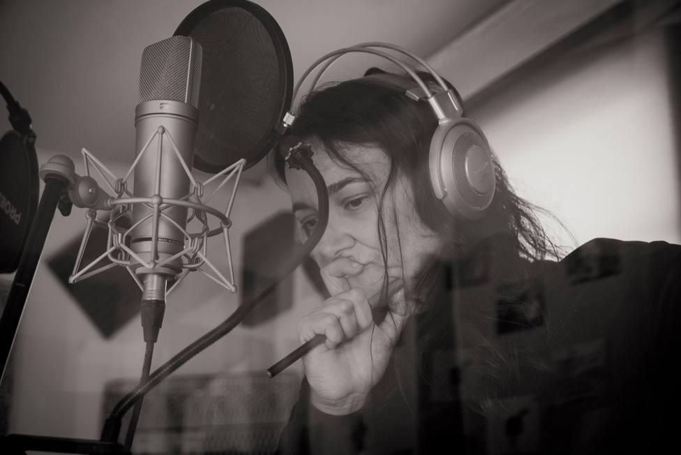 Guadi Galego en un proceso de grabación