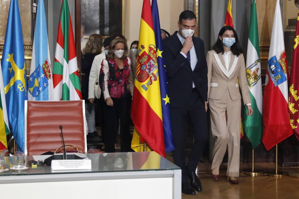 Sánchez promete a las CC.AA. que gestionarán más del 50% de los fondos europeos para la recuperación