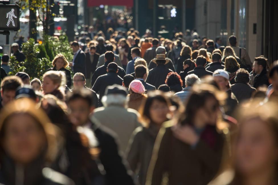 España celebra una festividad de Todos los Santos marcada por la covid-19 y llena de restricciones
