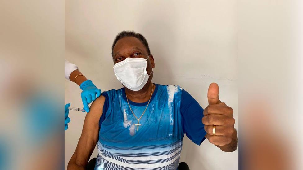 Pelé recibe la primera dosis de la vacuna contra el coronavirus (Instagram de Pelé)