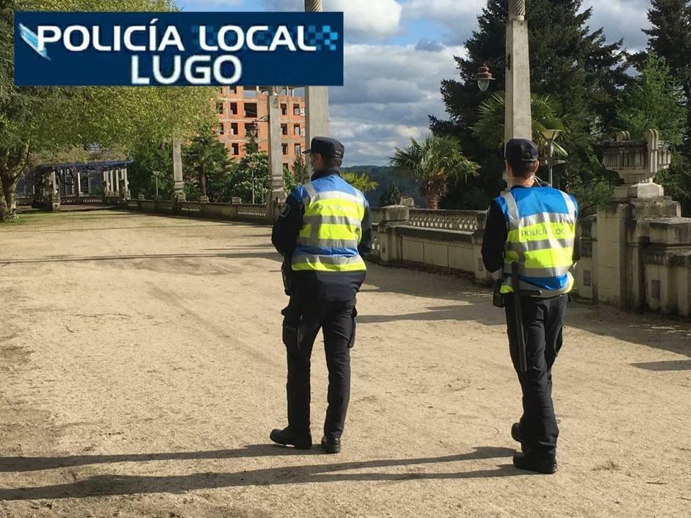 Agentes de la Policía Local auxiliaron a una centenaria que se había caído en su propia casa