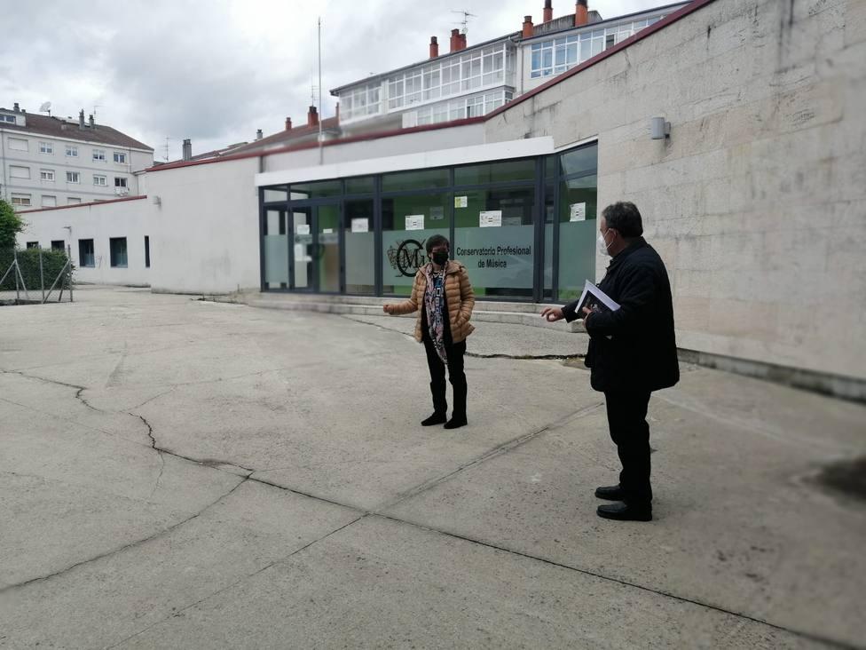 La alcaldesa y el concejal de Obras en la plaza del conservatorio