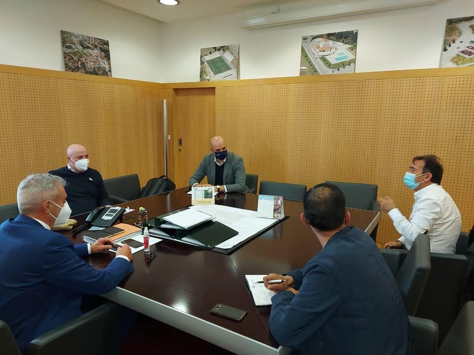 Alcaldes de A Gudiña, Riós y Vinhais y el diputado José Antonio Armada, reunidos en la cámara portuguesa