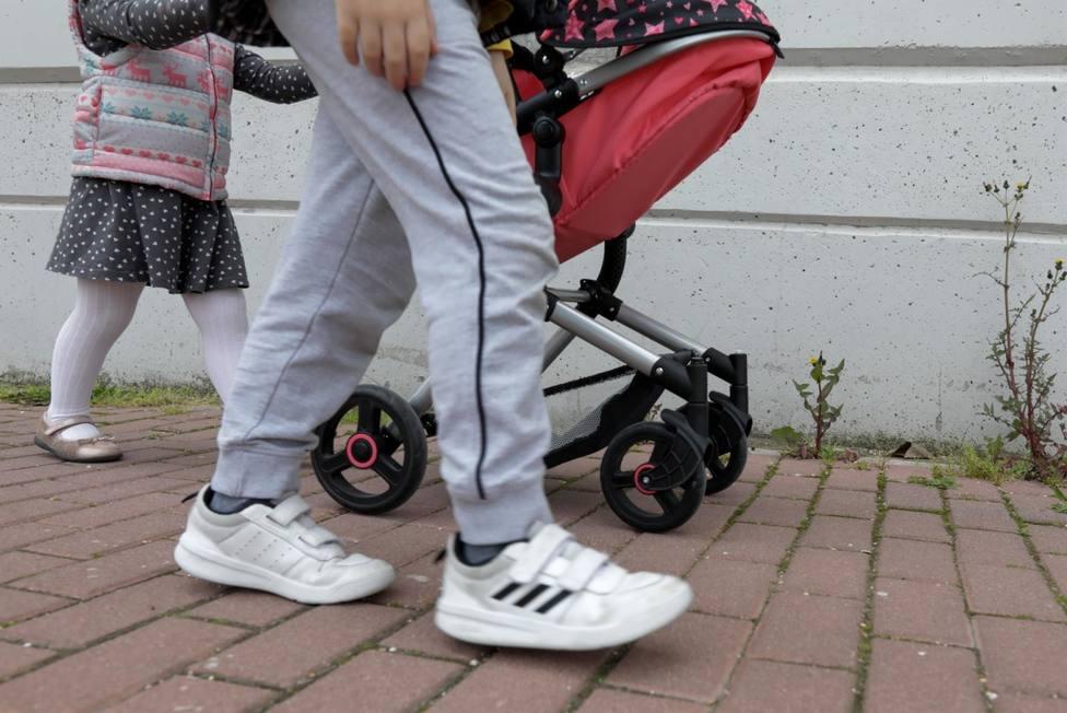 Las cuatro ciudades más pobladas de Canarias cuentan con la media más baja de hijos por mujer de toda España