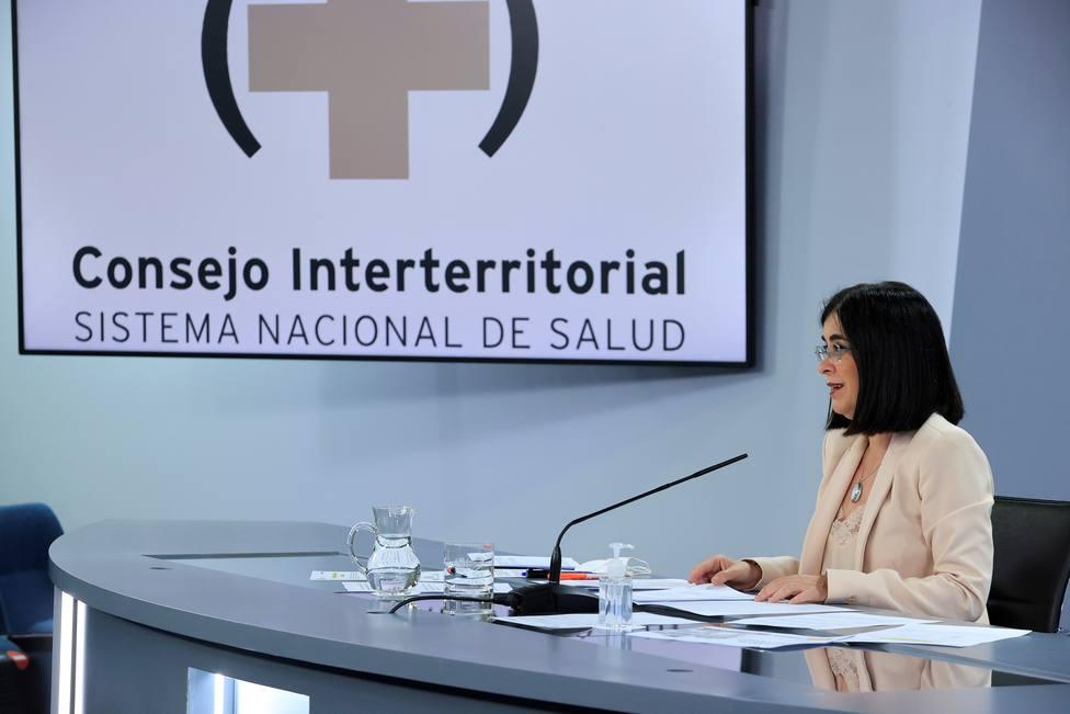Darias asegura que Madrid tiene vacunas suficientes para administrar la segunda dosis a los ciudadanos