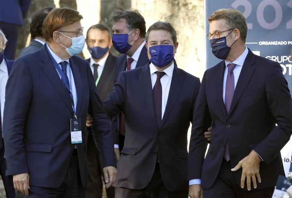 El presidente del la Xunta Alberto Núñez Feijóo junto a Ximo Puig y Emiliano García Page