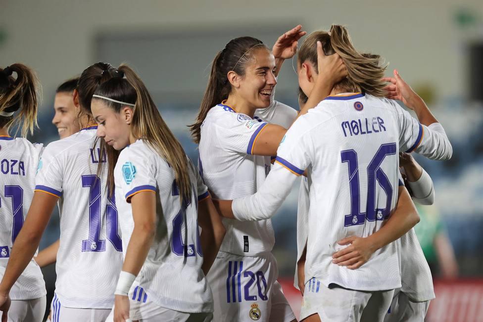 Las jugadoras del Real Madrid celebran uno de los goles