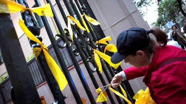 La Policía detiene al hombre que agredió a una mujer por retirar lazos amarillos