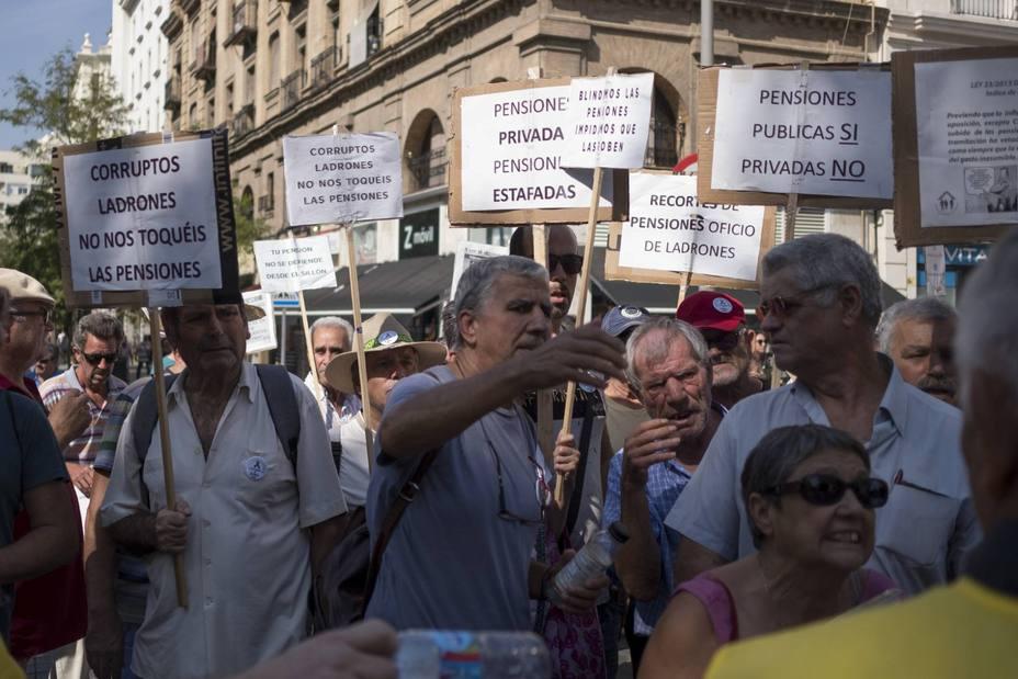 La subida de las pensiones y del salario mínimo se mantendrán pese a caer los Presupuestos