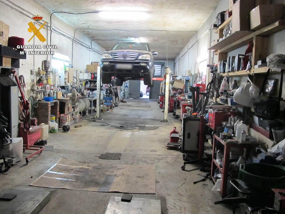 El Seprona localiza dos talleres ilegales en los polígonos de Cantabria y la Portalada en Logroño