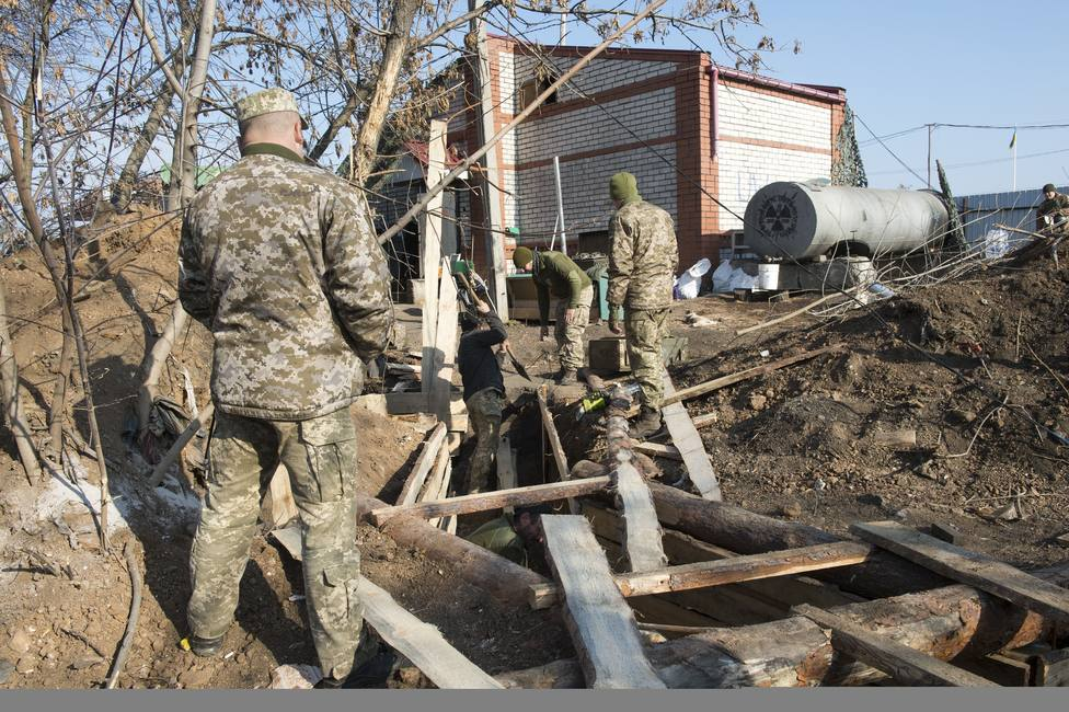 Las fuerzas del conflicto en Ucrania inician la retirada de la ciudad de Petrivske, en el frente de Donbás