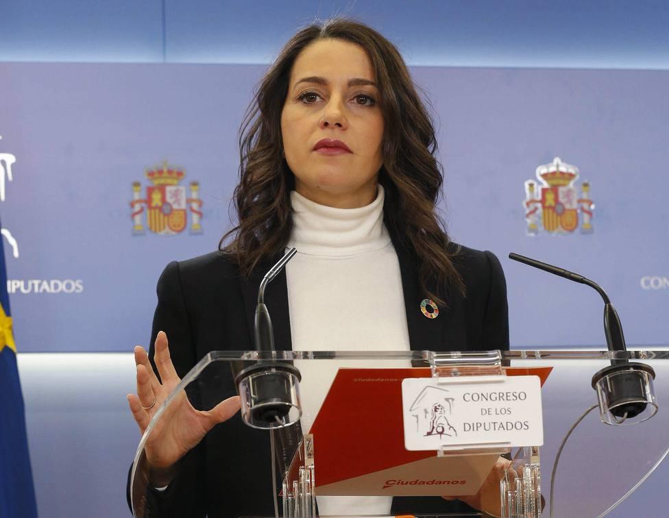 Cs pide a Sánchez una reunión a tres con Casado para formar Gobierno moderado