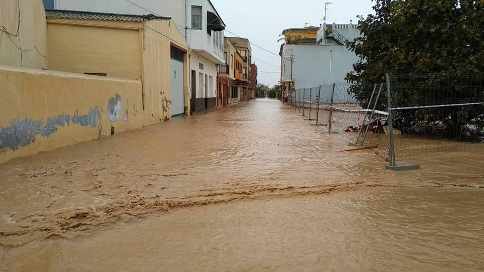 Regresan a sus casas vecinos desalojados en Los Alcázares tras remitir la lluvia