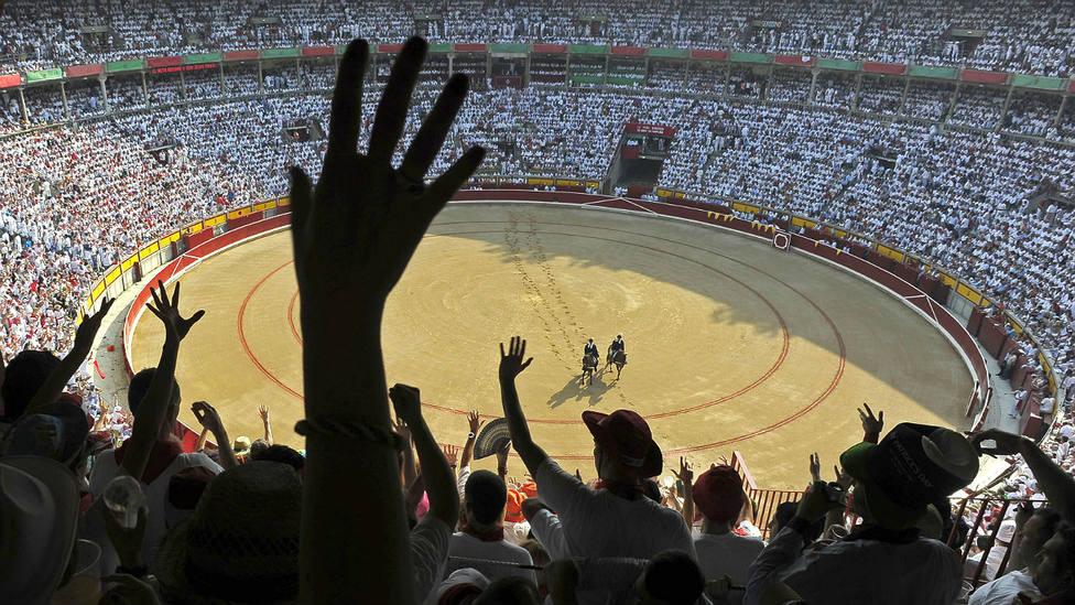 La solidaridad de la peña alemana Borussia con los más necesitados de Pamplona