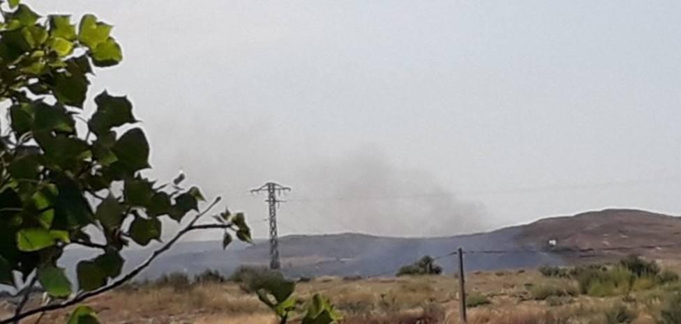 Dos retenes forestales y dos aviones trabajan intensamente en la extinción de un incendio en Autol