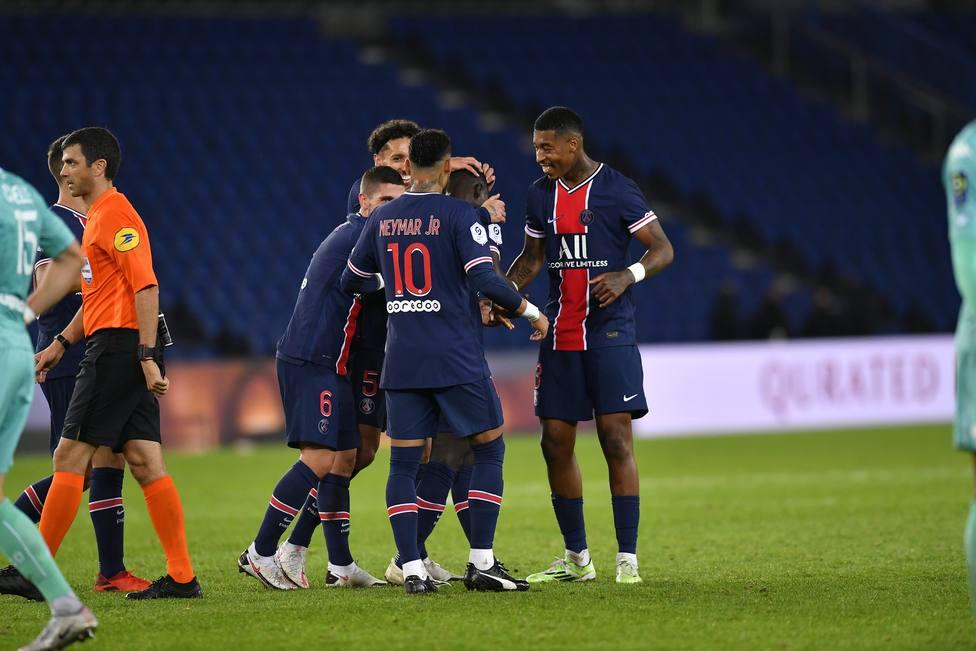 El PSG se impone por seis goles al Angers y se coloca a un punto del líder, el Rennes