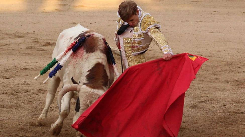 Saúl Sanz y el novillo de Antonio Palla premiado con la vuelta al ruedo en Maello (Ávila)