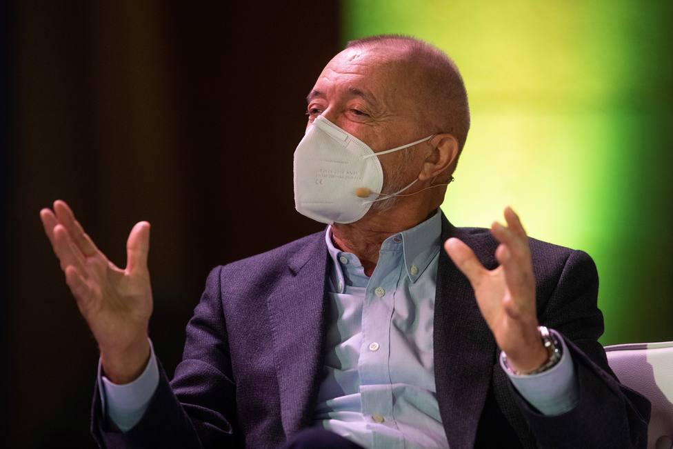 Pérez-Reverte se moja en la polémica entre Podemos y Vox con esta indirecta en forma de cita