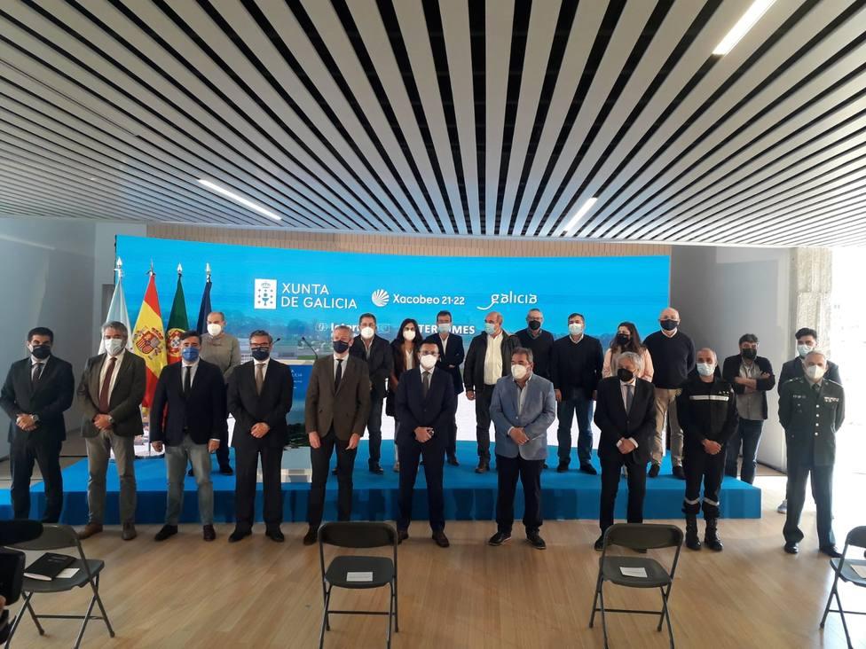 Alcaldes y demás autoridades en la presentación del proyecto.