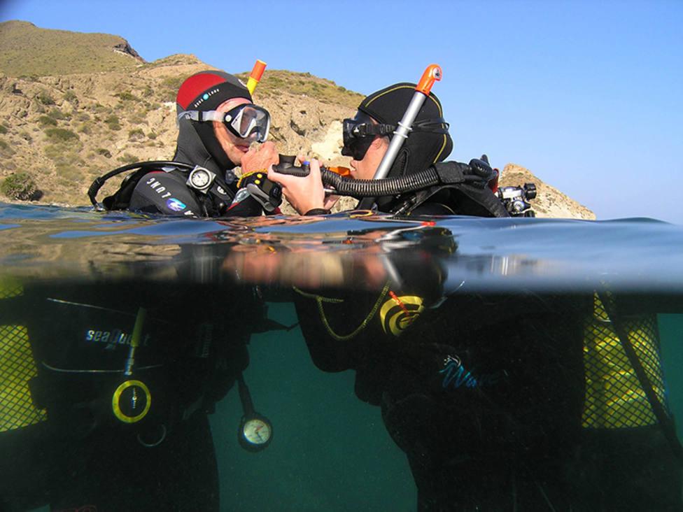 Cursos de buceo y salidas en barco para descubrir los fondos marinos de Cabo de Gata