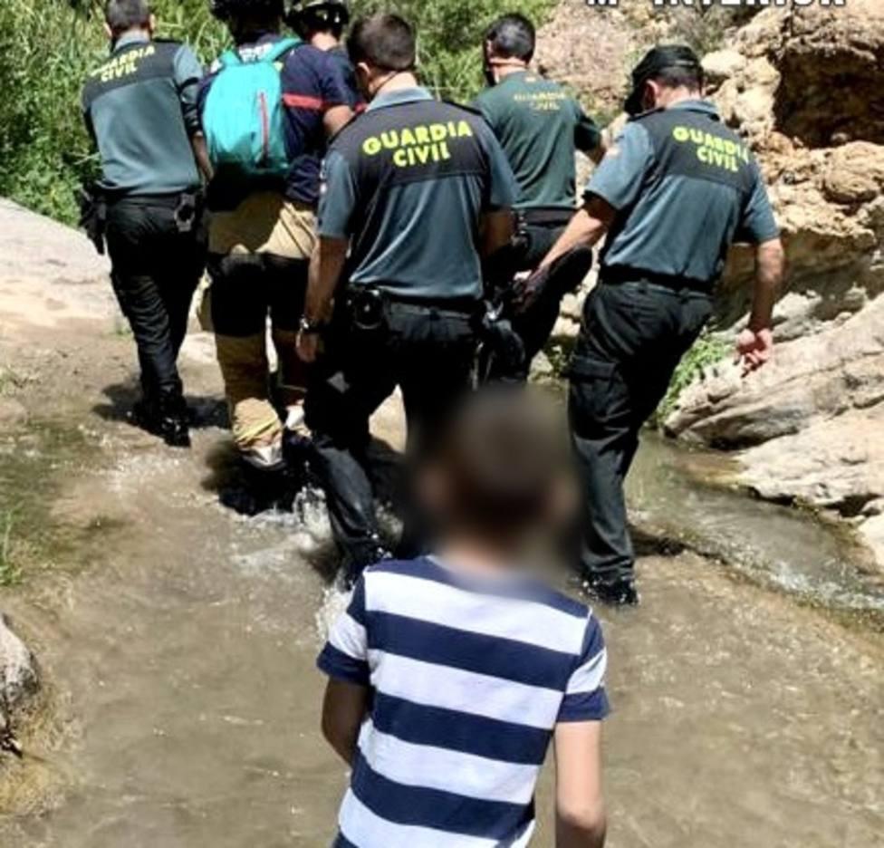 La Guardia Civil auxilia a un senderista accidentado en los Canales de Padules