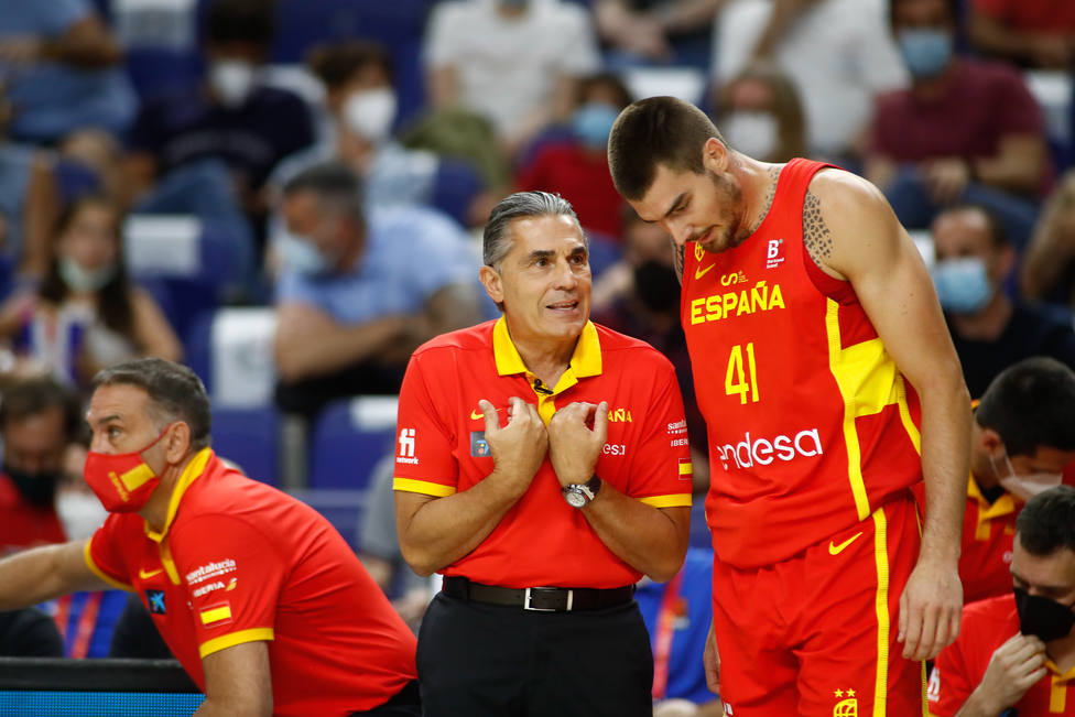 Sergio Scariolo y Juancho Hernangómez con la selección española.
