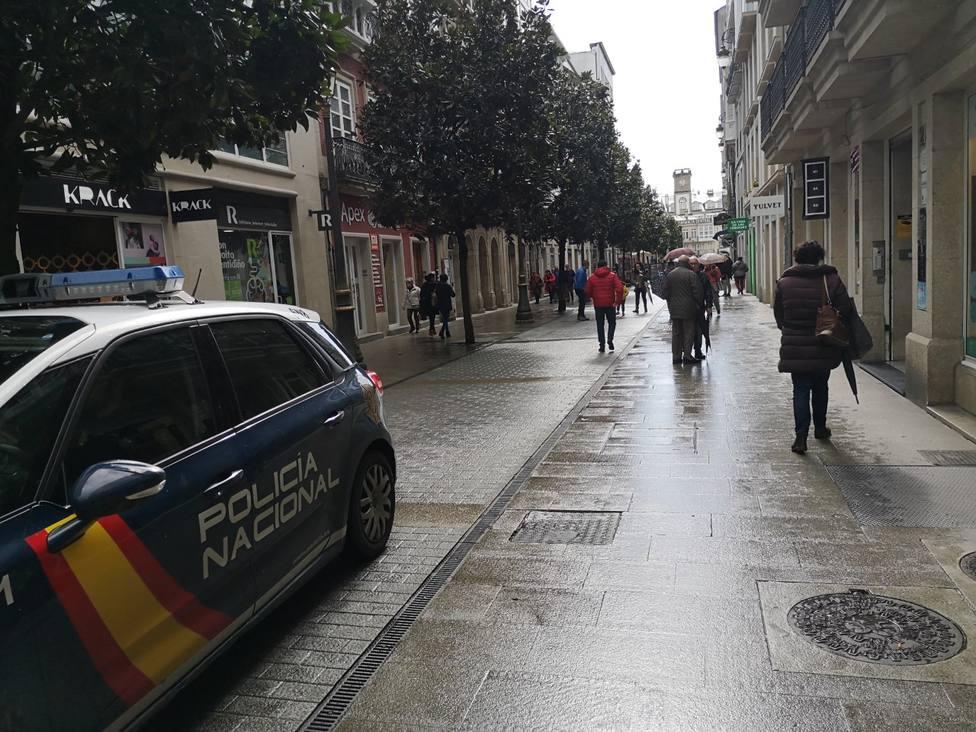Agentes de la Policía Nacional de patrulla por el centro de la ciudad