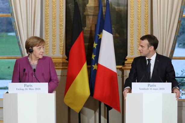 Ángela Merkel y Emmanuel Macron durante la rueda de prensa ofrecida en el Palacio del Elíseo.