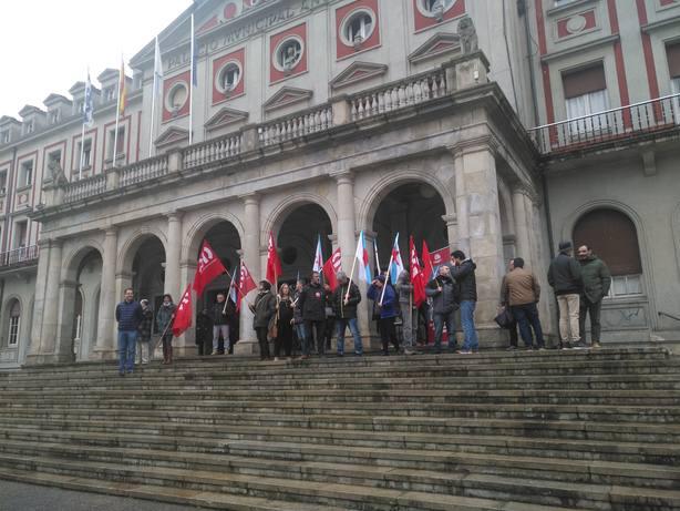 Concentración de la CIG a las puertas del Ayuntamiento de Ferrol