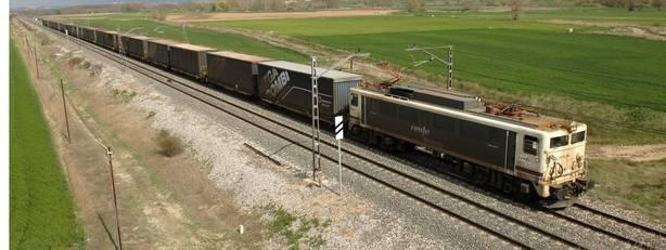 Renfe Mercancías vende locomotoras y vagones por 3,8 millones
