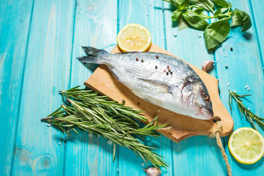 ¿Cuánto pescado azul debemos comer para cuidar nuestro corazón?