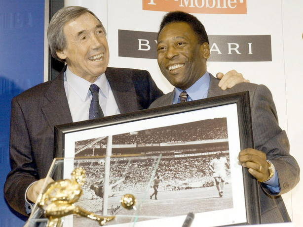 Gordon Banks junto a Pelé