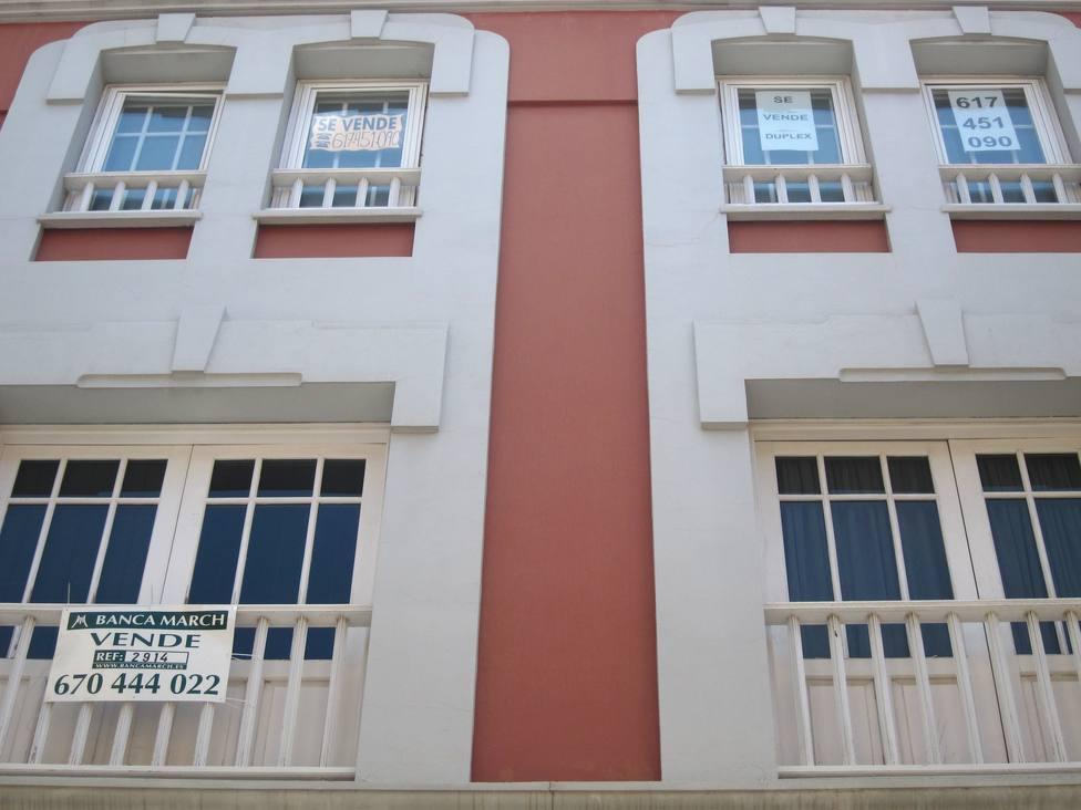 Las compraventas de vivienda caen un 3,1% interanual en el segundo trimestre, según los registradores