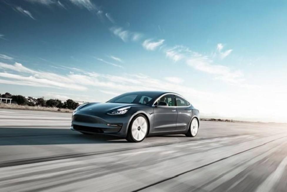 S&P avisa de que Volkswagen, BMW y Daimler presionarán a Tesla en el mercado eléctrico premium