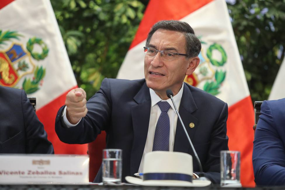 Vizcarra amenaza con denunciar a Olaechea si firma como presidente del Congreso de Perú