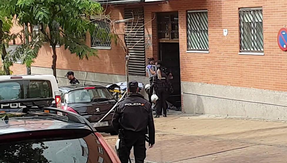 Los GEO utilizan una pistola táser para neutralizar al secuestrador de Leganés (Madrid)
