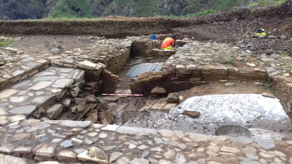 Los trabajos arqueológicos se llevan a cabo en el campo del Sarridal, Cedeira