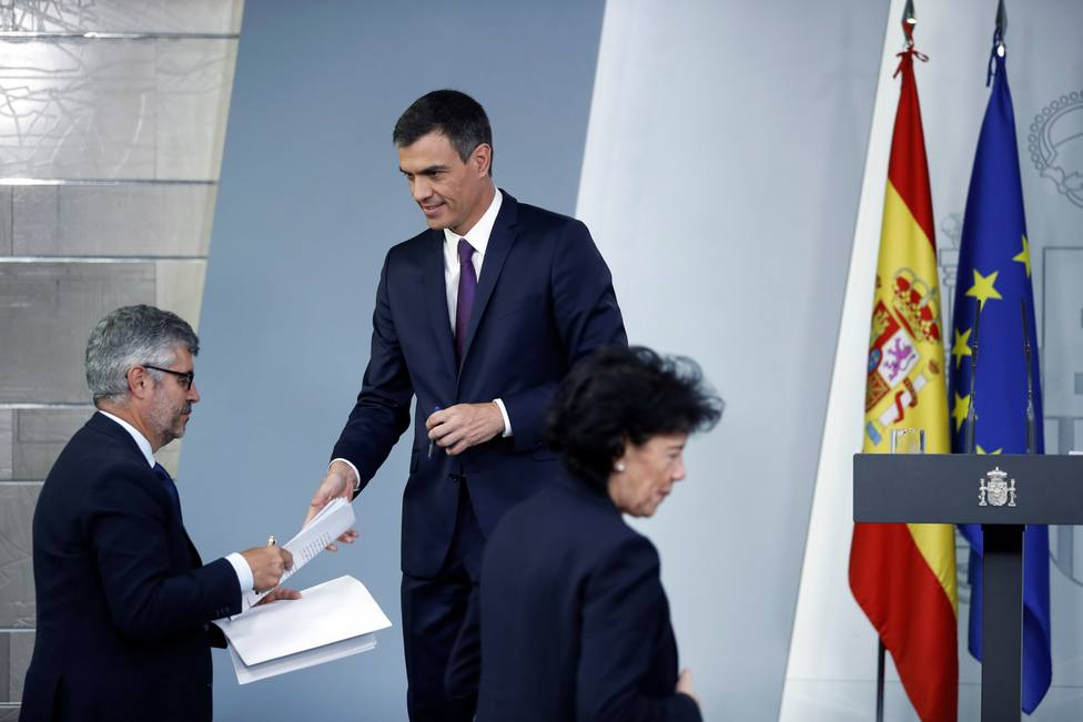 """Malestar entre los periodistas de Moncloa por la """"censura"""" de sus preguntas en las comparecencias de Sánchez"""