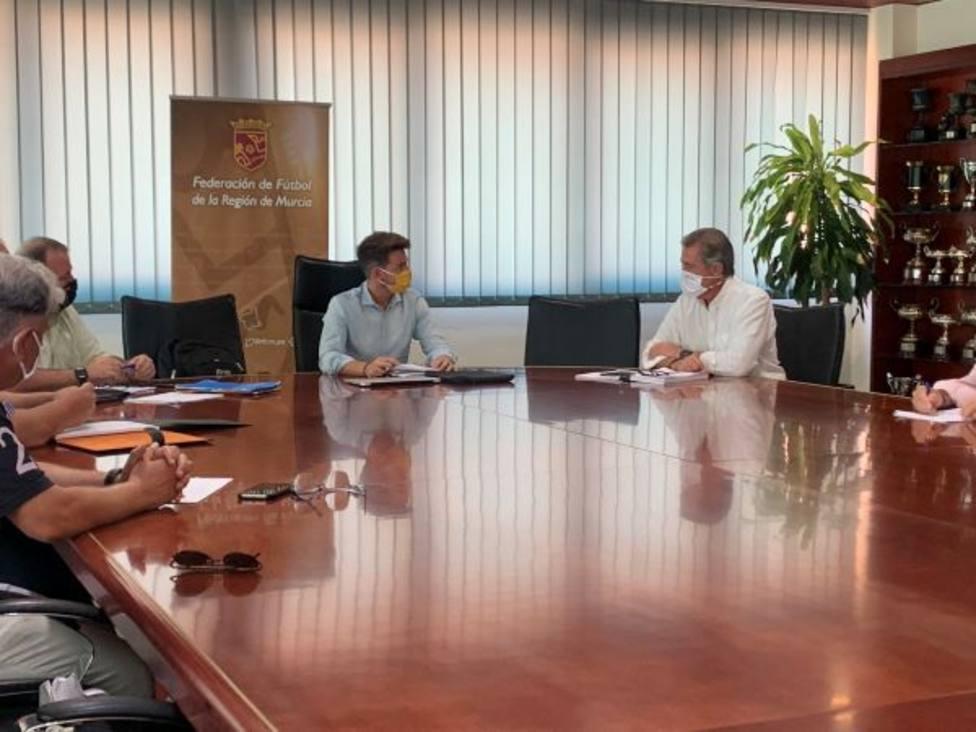 Reunión del Director General de Deportes con la FFRM