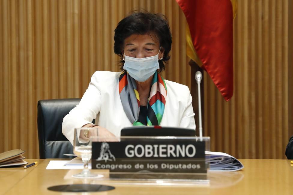 Isabel Celaá insta a las comunidades autónomas a contratar a más profesores para el nuevo curso escolar