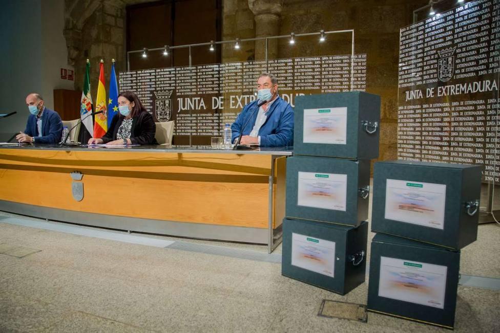 Junta de Extremadura y regantes presentan el proyecto de Tierra de Barros. Foto: Juntaex