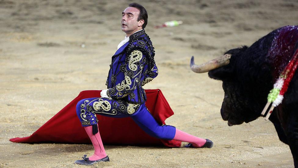 Enrique Ponce demuestra sus dotes toreando a Ney