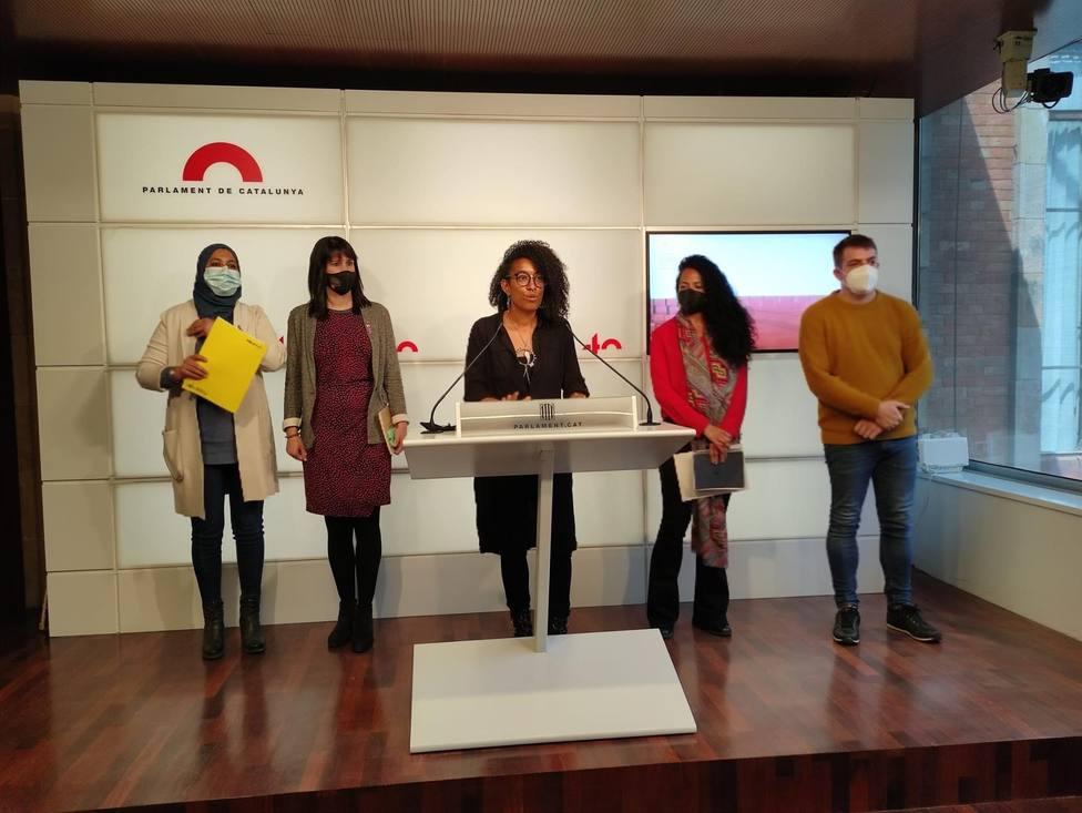Diputados de ERC, Junts, la CUP y los comuns en una rueda de prensa - Europa Press