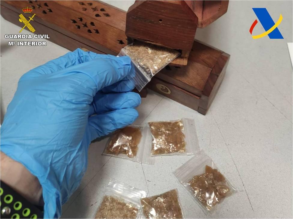 La Guardia Civil intercepta en el aeropuerto de Alicante una droga alucinógena muy peligrosa