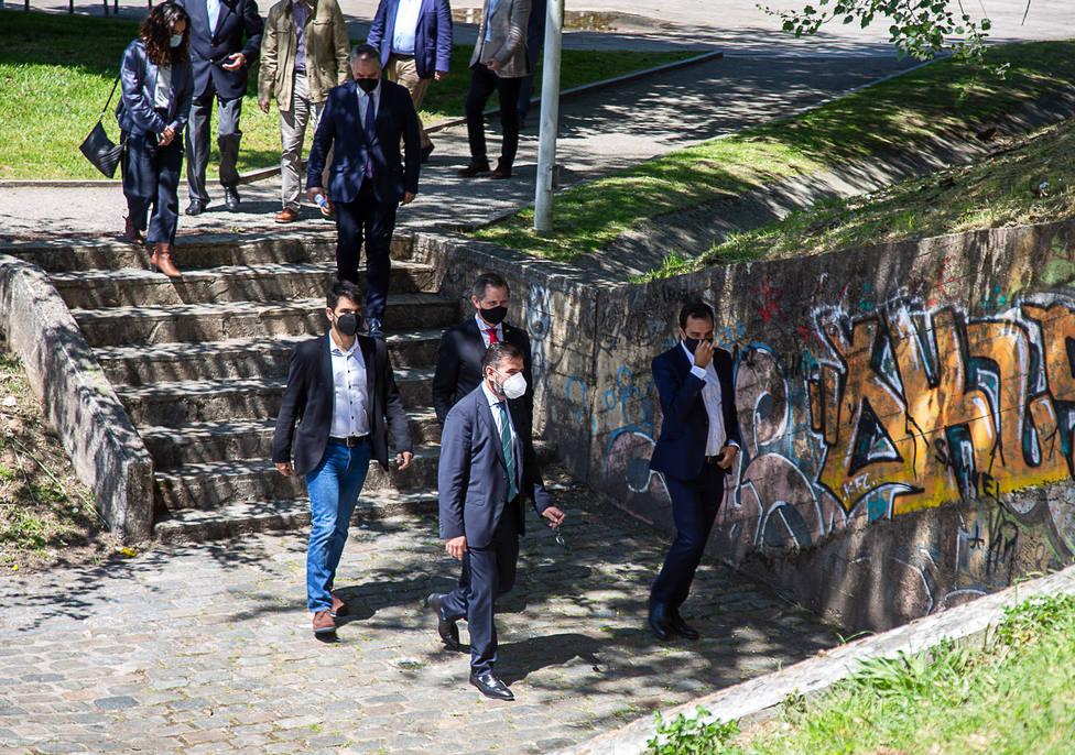 Representantes del Gobierno central y Ayuntamiento visitando la zona - FOTO: Concello de Ferrol