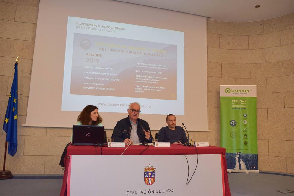 La Diputación presenta una guía y cinco itinerarios para promover el turismo científico en O Courel